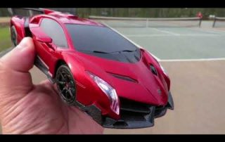 Driving the Qun Feng Lamborghini Veneno RC Licensed Car